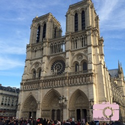 It's hard to get a good picture of Notre Dame without several thousand poeple in it...